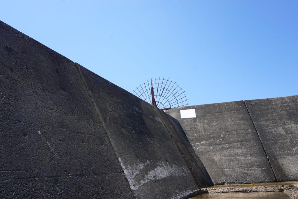 西堤防外洋側の柵