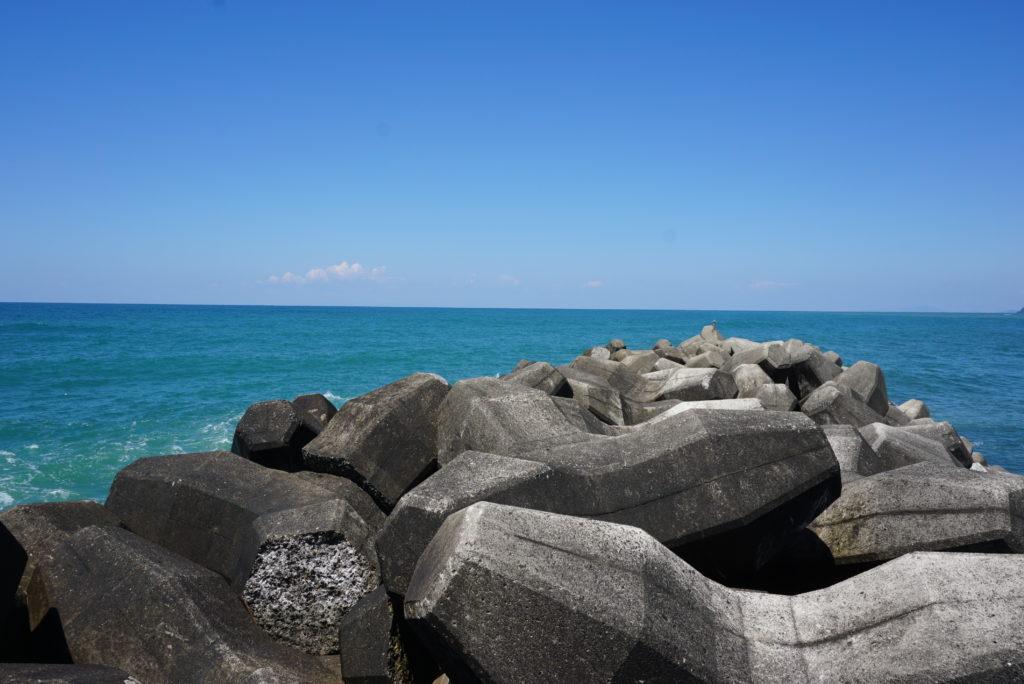 西堤防先端のテトラ帯