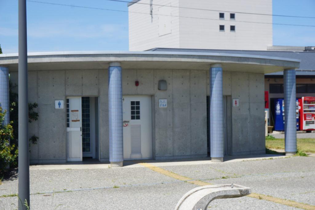 鮮魚センター前トイレ
