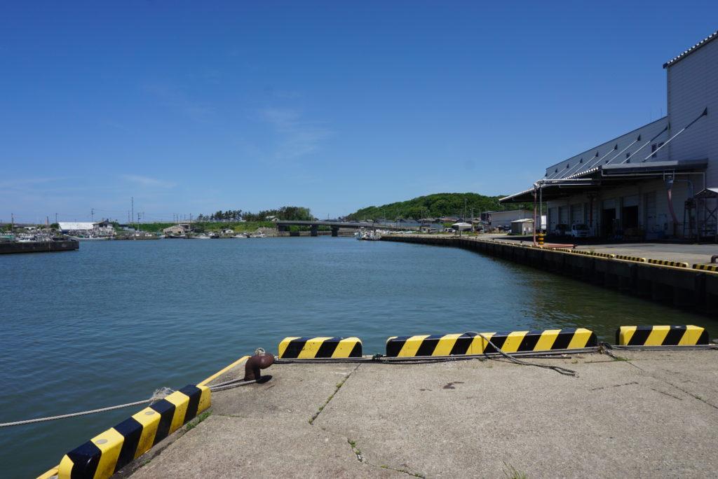 漁港前の様子