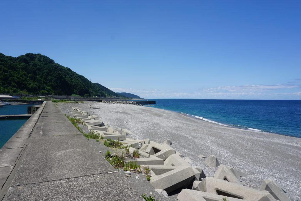 東側堤防から見た外洋の様子