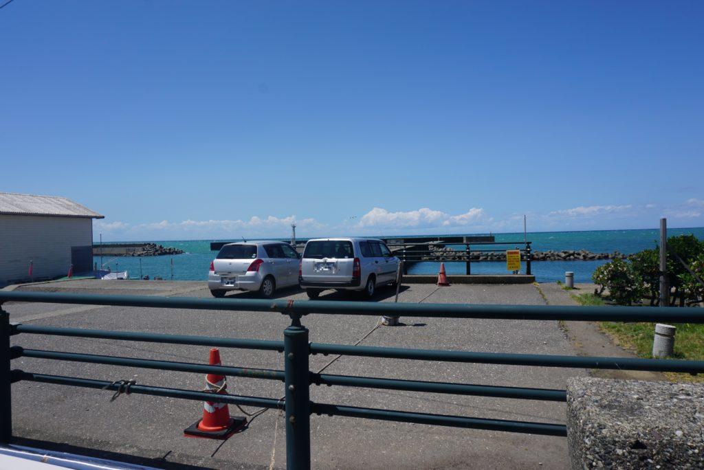 東堤防駐車場