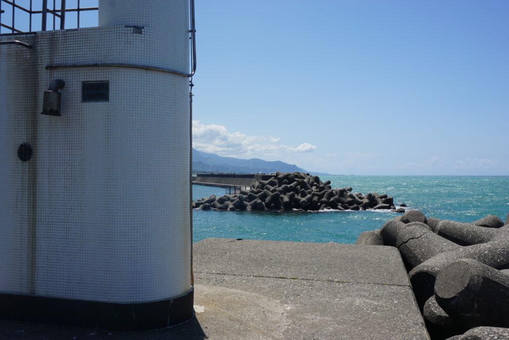 東堤防灯台前