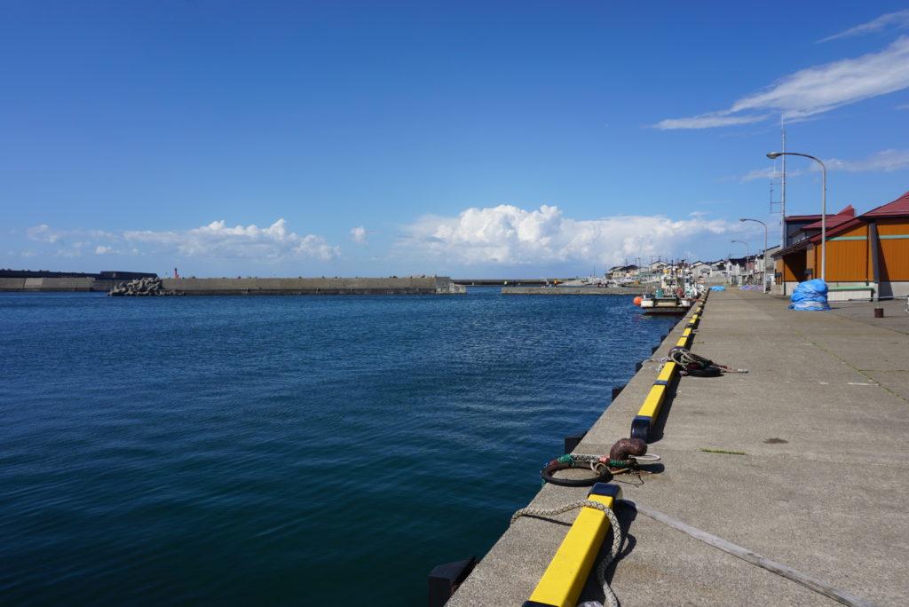名立漁港前の様子