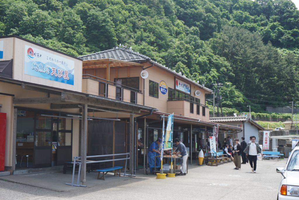 桑川漁港の結ぴ天にあるトイレの様子