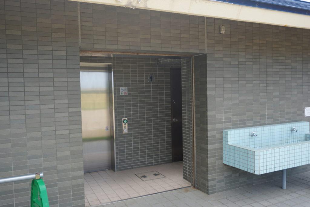 寝屋漁港のトイレ