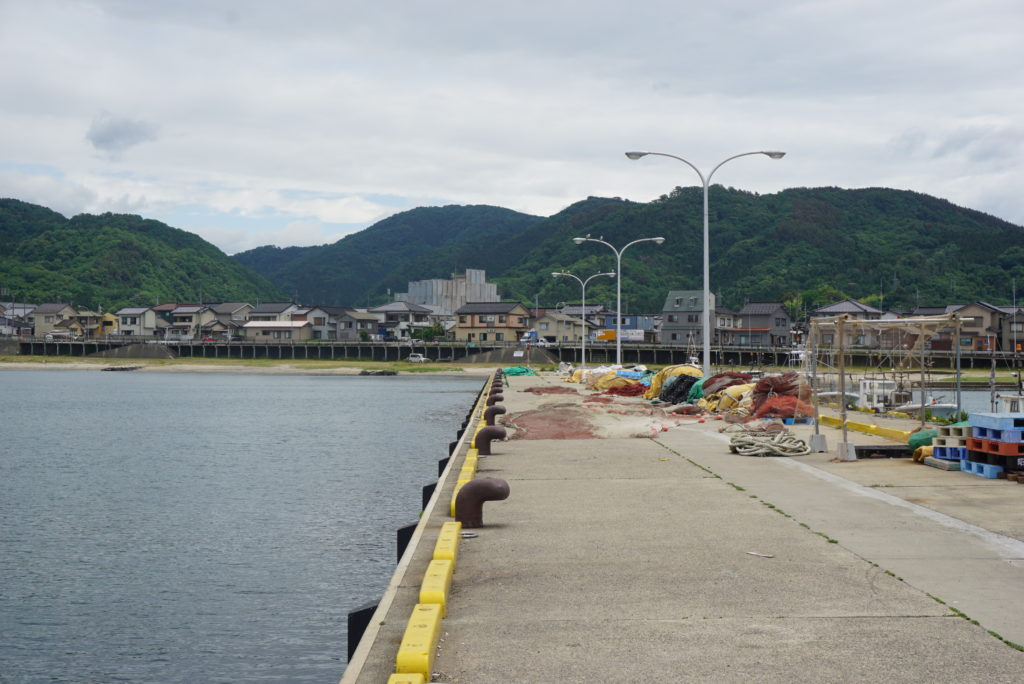 漁港前の堤防