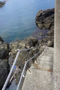 磯場へ降りる階段